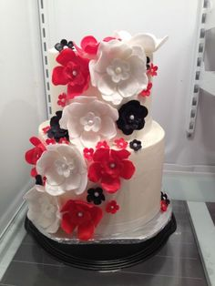 Learn to make fondant / gum paste petals here