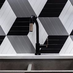 The Litze Pull-Down in Matte Black and Brilliance Luxe Gold complements a black and white, rhombille backsplash in a kitchen design by Cozy Kitchen, Kitchen And Bath, Small Farmhouse Sink, Black Sink, Double Bowl Kitchen Sink, Concrete Kitchen, Sink Accessories, Modern Kitchen Design, Backsplash