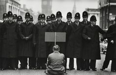A lone anti-war protester confronts police in Whitehall, London, during the Cuban Missile Crisis, London, 1962 Don McCullin is a war photographer who travelled all over the world to document the wars and crisis'.Photo Don McCullin War Photography, Documentary Photography, Street Photography, Classic Photography, Emotional Photography, Photography Styles, Monochrome Photography, Gilles Caron, World Press Photo