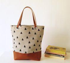 Canvas Tote Tasche, Hand Stempel, Geometrie, Dreiecke, buchen, Einkaufstasche, Tasche, Schultasche, Toffee, Casual Tote