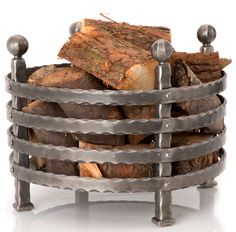 You need a indoor firewood storage? Here is a some creative firewood storage ideas for indoors. Lots of great building tutorials and DIY-friendly inspirations! Indoor Firewood Rack, Firewood Holder, Firewood Storage, Metal Projects, Metal Crafts, Range Buche, Metal Fire Pit, Fire Pits, Fire Wood