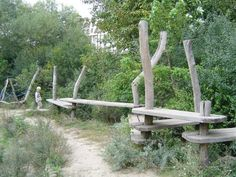 bridges made of planks and tree trunks (Fotoalbum Springzaad)