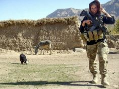 Former Eagles cheerleader turned US Army soldier Rachel Washburn Photos) Special Ops, Special Forces, Philadelphia Eagles Cheerleaders, Los Primates, Army Intelligence, Police, Female Soldier, Military Women, Monsters