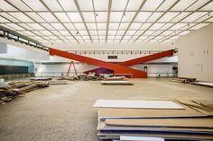 MASP remove paredes falsas e convida o público a ver o restauro de suas galerias