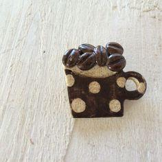ブローチ コーヒー豆とドットマグ  Handmade Brooch