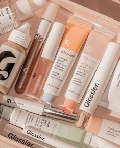 aesthetic beauty makeup skincare glossier pastel pink green peach aesthetic products wallpaper p a s t e l m i n d Beauty Care, Beauty Skin, Beauty Makeup, Makeup Tips, Aesthetic Beauty, Aesthetic Makeup, Aesthetic Dark, Aesthetic Collage, Peach Aesthetic