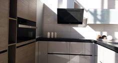 Fantástico #diseño de #cocina Pando full equip: campana P-732 + hornos y placa de inducción Pando, en el showroom de nuestro cliente Manau, en Badalona.