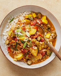 No one will miss the meat in this satisfying stew (it's also vegan! It starts with a roux and the holy trinity of onion, celery, and bell pepper, then calls for both fresh ingredients (okra and yellow squash) and canned (tomatoes and black-eyed peas). Vegetarian Gumbo, Vegan Stew, Chicken Gumbo, Chili Recipes, Healthy Recipes, Healthy Dinners, Delicious Recipes, Vegetarian Recipes, Shrimp And Rice