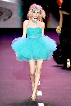 Betsey Johnson Spring 2011 Ready-to-Wear - Collection - Gallery ...