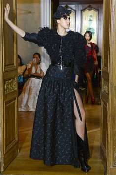 http://www.vogue.com/fashion-shows/fall-2017-couture/ronald-van-der-kemp/slideshow/collection