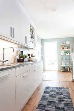 Nowadays, it is important to know how to decorate the interior with taste. Small return on a very fashionable style: Scandinavian interior. Luxury Kitchens, Cool Kitchens, Victorian Kitchen, Sweet Home Alabama, Cuisines Design, Scandinavian Interior, Scandinavian Style, Minimalist Home, Modern Interior Design