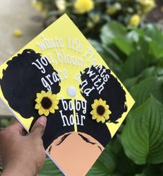 #graduationcaps PINTEREST:DEE✨✨ Funny Graduation Caps, Graduation Cap Designs, Graduation Cap Decoration, High School Graduation, Graduation Pictures, College Graduation, Graduation Hats, Graduation Quotes, Graduation Ideas