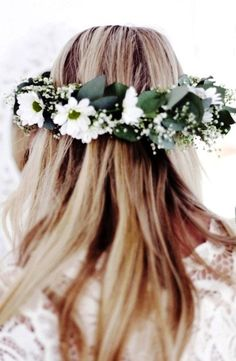 Boho bride's long down wedding hairstyle with white daisy flower crown bridal hair ideas Toni Kami ⊱✿⊰ Flowers in her hair ⊱✿⊰  corona halo