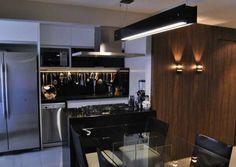 Cozinha americana de um apartamento de 53,5 m². Projeto de Gabriela Matos.