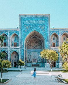 Planning a trip to Uzbekistan and want to know all the best things to see and do? Here's the ultimate Uzbekistan itinerary and travel guide! Middle East Destinations, Us Destinations, Beautiful Places To Visit, Cool Places To Visit, Places To Travel, Blue City, Islamic Architecture, Famous Places, Best Cities