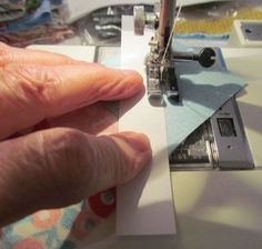 How can this be such a good hint, but it has taken so long for someone to figure it out! No-mark Stitch & Flip. Easy way to make half square triangles, etc. This tip came courtesy of a QM Scrap Squad member, Donna Amos. Quilting Tips, Quilting Tutorials, Machine Quilting, Quilting Projects, Quilting Designs, Sewing Tutorials, Beginner Quilting, Quilting Board, Techniques Couture