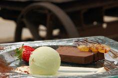 Pecat de xocolata amb sorbet de llimona y crema de taronja