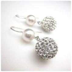 Fülbevaló inspiráció #SwarovskiElements #Pavé Ball kristály gyöngyökből és Crystal Round gyöngyökből.