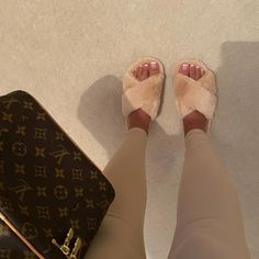 Cute Shoes, Me Too Shoes, Fluffy Shoes, Luxury Purses, Aesthetic Shoes, Fresh Shoes, Cute Casual Outfits, Swagg, Passion For Fashion