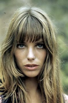 Get Ready Like a French Girl: Jane Birkin Refreshed Estilo Jane Birkin, Hairstyles With Bangs, Cool Hairstyles, Men's Hairstyles, Side Fringe Hairstyles, Vintage Hairstyles, Hippie Man, Hippie Style, Lou Doillon