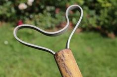 Как сделать «вечные» опоры для садовых деревьев
