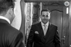 Último vistazo y... ¡vamos! #novio #casarseenGalicia #fotógrafodebodas #bodasLugo #bodasGalicia #weddingphoto #thegroom