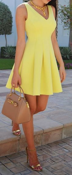 awesome 25 Yellow Dresses and Accessories to Die for Yellow Skater Dress Chic Style Lovely Summer Fashion Trends AND IT looks great! Mode Chic, Mode Style, Pretty Dresses, Beautiful Dresses, Beautiful Legs, Sunday Brunch Outfit, Brunch Dress, Sunday Outfits, College Outfits