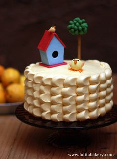 LITTLE BIRD CAKE | Pasteles de cumpleaños . Lolita Bakery , Barcelona . Cakes ideas  . Frosting Cake .