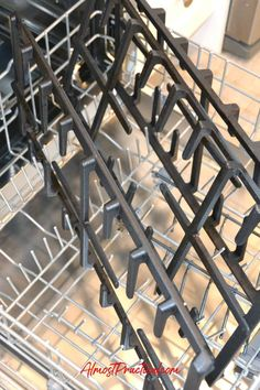 Looking for an easy way to clean your large stove grates? Try this (but read your stove manufacturer's cleaning instructions first! Stove Grate Cleaner, Clean Gas Stove Top, Gas Stove Cleaning, How To Clean Burners, Oven Cleaning Hacks, Clean Stove Burners, Oven Cleaner, Deep Cleaning Tips, Household Cleaning Tips