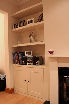 Simple kitchen cupboard unit - Fitted alcoves cupboard with floating shelves. Alcove Storage, Alcove Shelving, Shelving Design, Open Shelves, Storage Ideas, Alcove Cupboards, Built In Cupboards, My Living Room, Interior Design Living Room