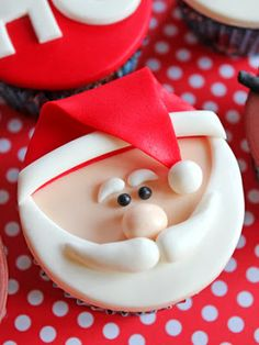 Cupcakes Decorating Christmas Sweets Ideas For 2019 Christmas Cupcake Toppers, Christmas Cupcakes Decoration, Christmas Cake Designs, Xmas Food, Christmas Sweets, Christmas Baking, Fun Cupcakes, Cupcake Cakes, Santa Cupcakes