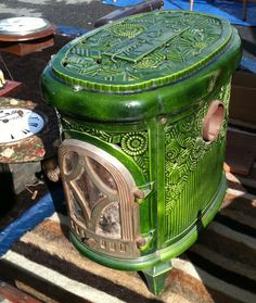 French enamel stove I would love one of these, not sure how practical it would be though. Antique Wood Stove, How To Antique Wood, Small Fireplace, Stove Fireplace, Foyers, Retro Stove, Coal Stove, Stove Heater, Love Vintage