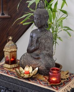 4 Beautiful Ways To Use Statue For when it comes to home decor Buddha statue looks amazing everywhere. It always gives positive with a smile on face, so get Buddha Statue For Home Decor. Buddha Home Decor, Zen Home Decor, Ethnic Home Decor, Indian Home Decor, Home Decor Furniture, Meditation Corner, Meditation Altar, Meditation Space, Buddha Kunst