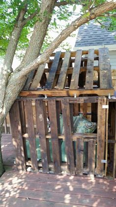 I like this Window Diy Pallet Furniture, Pallet Art, Outdoor Furniture, Outdoor Decor, Reclaimed Wood Projects, Diy Pallet Projects, Pallet Tree Houses, Pallet Playhouse, Fencing Material