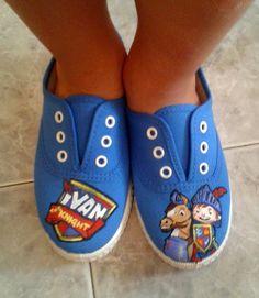 Los primeros pasos de Zalamero Dreams comenzaron  por los pies, personalizando diferentes tipos de calzados de lona (tipo victoria, cuña,...