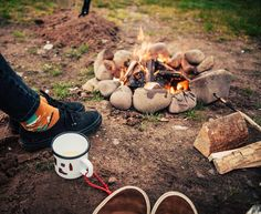 We love cozy campfires. What are your plans for the weekend? >>> Let us know 🚐⛺️⛰🛶 (  @roadtyping via @latermedia )