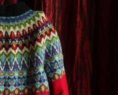 pretty colours, pair with natural white .....The greenlander sweater. http://www.ktoniskværksted.dk/grnlndersweater ..... wow!