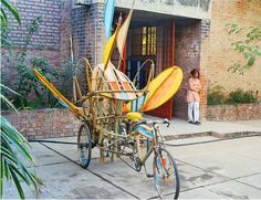 During an artist residency at Kanoria Center for the Arts, under the fantastic influence of Dathrath Patel, I made three mechanical butterflies out of rickshaws, bamboo and hand-dyed muslin, that flapped and fluttered down the streets of Ahmedebad. // Reuben Margolin