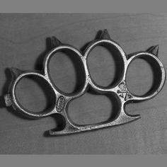 3.7 tr.oz 999 fine silver Schlagring 3.7 • Vollmer Poured Silver - Precious Metals Studio Brass Knuckles, Silver Bars, Precious Metals, Weapons, Studio, Cold Steel, Steel, Weapons Guns, Guns