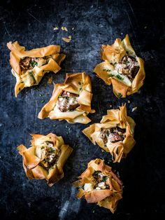 Fig Goat Cheese Filo Parcels Check out our vegetarian recipe for crunchy filo-baked fresh figs stuffed with peppered goat's cheese. This recipe makes an awesome little nibble or starter that's really easy to make Canapes Recipes, Fig Recipes, Cooking Recipes, Recipes With Figs, Appetizer Recipes, Recipies, Savoury Recipes, Party Recipes, Christmas Canapes