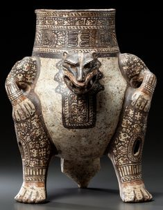 Jaguar vessel - Nicoyam, Costa Rica - 400-900 AD Sculpture Art, Sculptures, Colombian Culture, America 2, Mesoamerican, Glass Ceramic, Ancient Artifacts, Porcelain Ceramics, Pottery Ideas