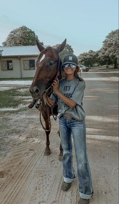 Cowgirl Style Outfits, Western Outfits Women, Country Style Outfits, Southern Outfits, Rodeo Outfits, Country Girl Life, Cute N Country, Country Girl Photos, Cute Horses