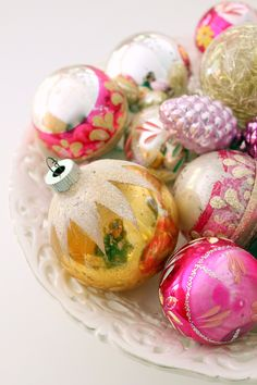 Vintage ornaments - pinks and gold! Really pretty vintage ornaments! Love these Shine Brute Christmas ornaments! Antique Christmas, Vintage Christmas Ornaments, Vintage Holiday, Christmas Tree Ornaments, Christmas Decorations, Glass Ornaments, Christmas Villages, Vintage Santas, Primitive Christmas
