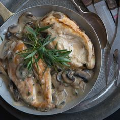 Chicken Fricassee, Herbs For Pork, Wine Recipes, Cooking Recipes, Fast Chicken Recipes, Eat Lunch, Evening Meals, Morning Food, Kitchens
