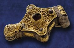 This Waterford Kite Brooch is one of Ireland's finest pieces of late eleventh to early twelfth century. It is one of fourteen kite-shaped brooches found to date in Ireland. The kite brooch is made of a hollow cast silver box and decorated with sumptuou Medieval Jewelry, Ancient Jewelry, Antique Jewelry, Viking Jewelry, Gold Jewelry, Renaissance, Art Nouveau, Oriental, Amethyst Color
