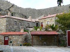 Faz parte da rede de Aldeias Históricas de Portugal e é um tesouro que muitos ainda não descobriram. Sortelha provavelmente, a aldeia mais bonita de Portugal.