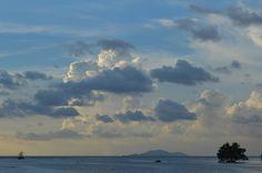 Mooi uitzicht vanaf de kade in Rach Gia. Ons bounty eiland Phu Quoc ligt aan de horizon, maar we moeten nog een nachtje wachten op de boot. http://www.pimenjiska.nl/tussen-reizen-en-vakantie-in