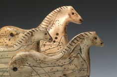 Polymer clay simulates nothing better than ivory and bone. Luann Udell (those are her Lascaux horse Horse Sculpture, Animal Sculptures, Clay Sculptures, Polymer Clay Kunst, Art Pariétal, Lascaux, Art Ancien, Ceramic Animals, Bone Carving