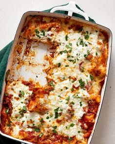 Looking for fast and simple ideas for dinners and meals? This Italian comfort food classic lasagne made with ricotta uses some simple grocery stor Meatless Lasagna, Vegetarian Lasagna Recipe, Lazy Lasagna, Vegetarian Recipes Dinner, Dinner Recipes, Lasagna Recipes, Lasagna Food, Dinner Ideas, Easy Lasagna Recipe With Ricotta