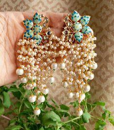Beautiful Jewelry The Beast Indian Jewelry Earrings, Jewelry Design Earrings, Gold Earrings Designs, Silver Jewellery Indian, Indian Wedding Jewelry, Ear Jewelry, Bridal Jewelry, Indian Jewelry Sets, Jhumki Earrings